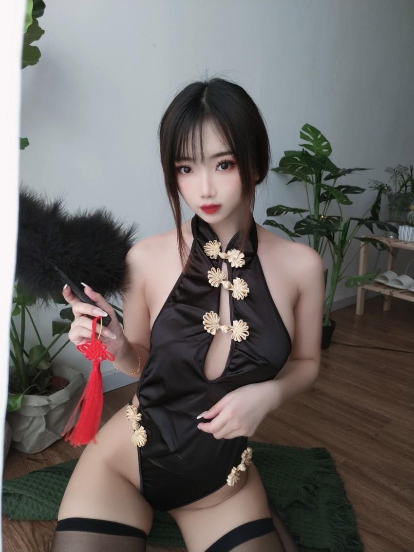 【鬼畜瑶在不在w】 黑色短款旗袍 [35P1V 131MB]